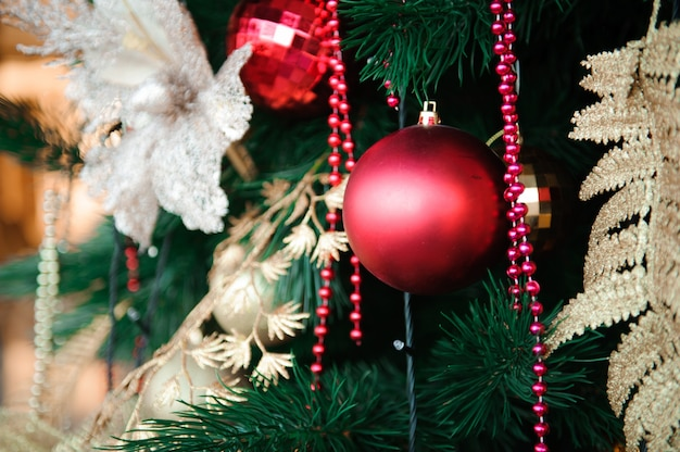 Szczęśliwego nowego roku i wesołych świąt bożego narodzenia ozdoba karty tło