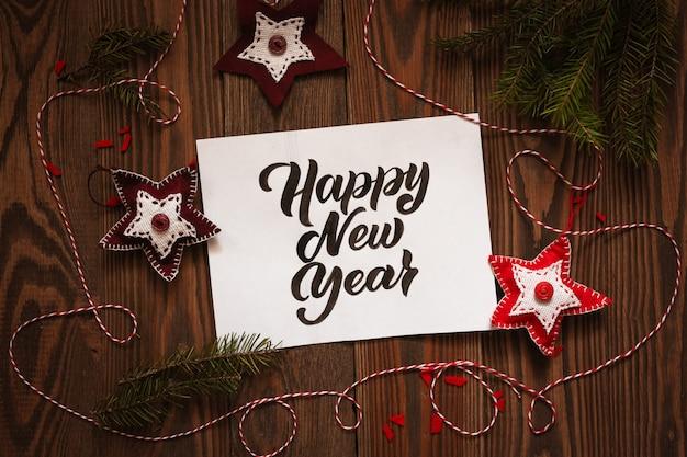 Szczęśliwego nowego roku napis napis, nad głową