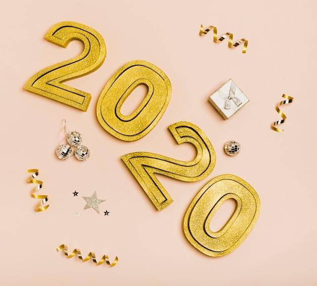 Szczęśliwego nowego roku ze złotymi cyframi 2020