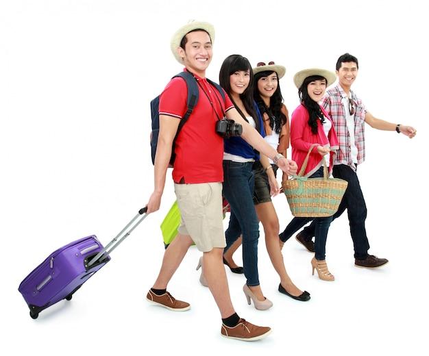 Szczęśliwi nastolatkowie turyści
