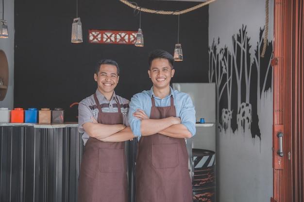 Szczęśliwi właściciele kawiarni