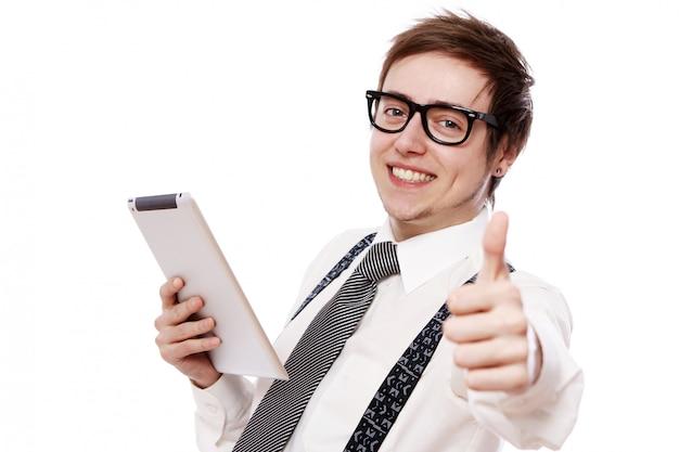 Szczęśliwy biznesmen z pastylka komputerem osobistym