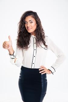 Szczęśliwy bizneswoman pokazuje kciuk do góry