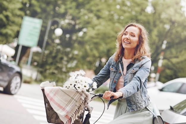 Szczęśliwy czas podczas jazdy na rowerze