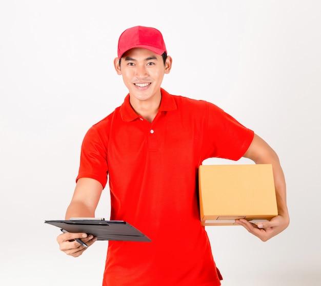 Szczęśliwy człowiek dostawy z pudełkiem