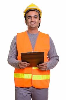 Szczęśliwy człowiek perski pracownik budowlany uśmiecha się trzymając schowek