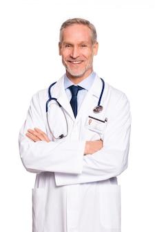 Szczęśliwy dojrzały lekarz