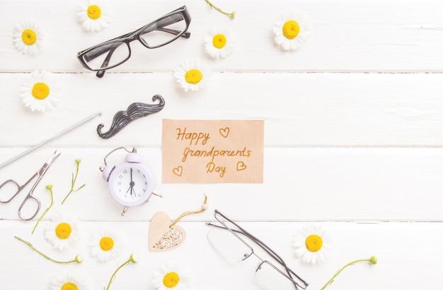 Szczęśliwy dzień dziadków leżał płasko. prezent świąteczny dla dziadków, obchody dnia babci i dziadka