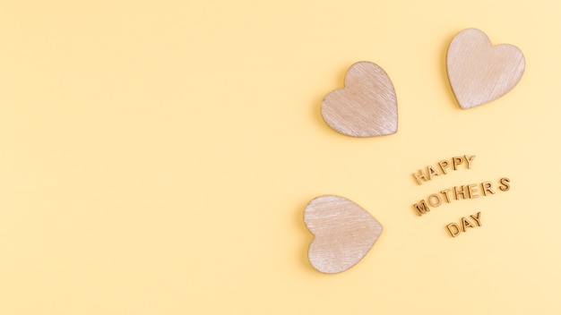 Szczęśliwy dzień matki słowa i drewniane serca