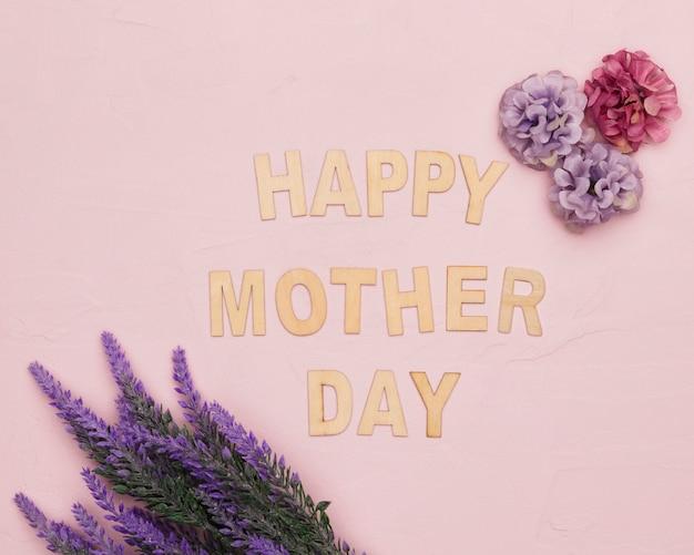 Szczęśliwy dzień matki z kwiatami