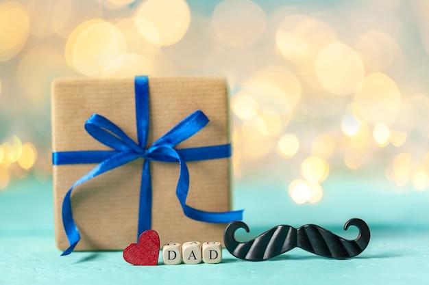Szczęśliwy dzień ojców kartkę z życzeniami na niebieskim tle.