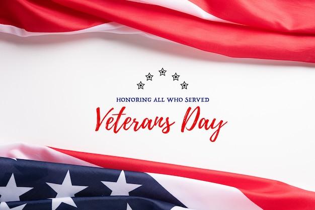 Szczęśliwy dzień weteranów. amerykańskie flagi z tekstem dziękuję weteranom.