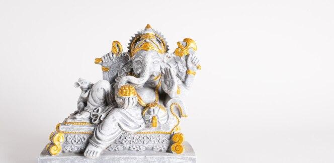 Szczęśliwy festiwal ganeśćaturthi posąg pana ganeśy o pięknej fakturze