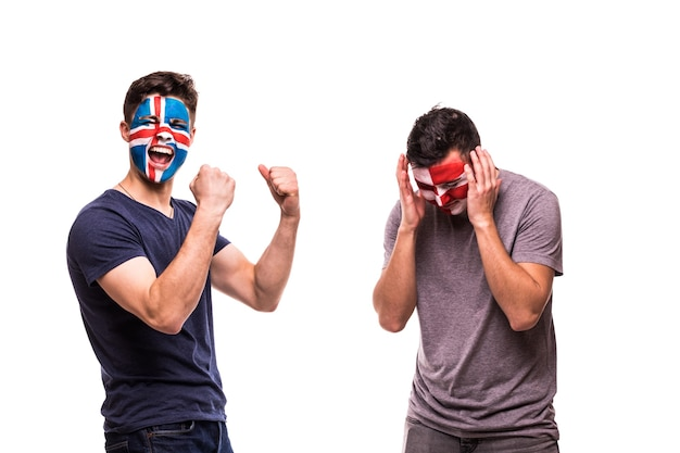 Szczęśliwy kibic islandii świętuje zwycięstwo nad zdenerwowanym kibicem chorwacji z pomalowaną twarzą