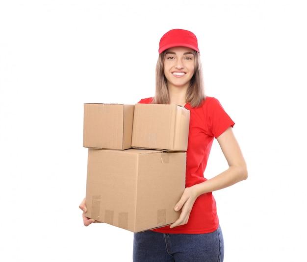 Szczęśliwy kurier z kilkoma pudełkami