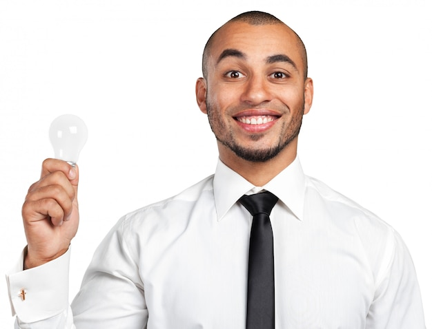 Szczęśliwy młody biznesmen posiadania żarówki