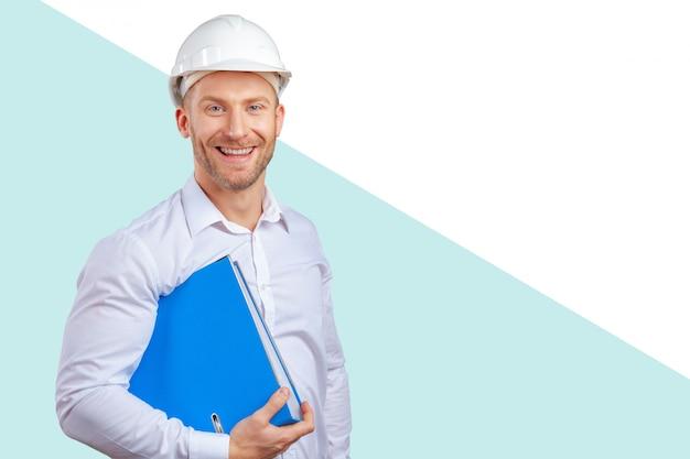 Szczęśliwy młody biznesmena architekta ono uśmiecha się