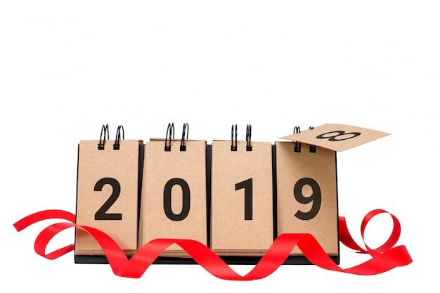Szczęśliwy nowy rok 2019 zamienia 2018 pojęcie odizolowywającego na białym tle
