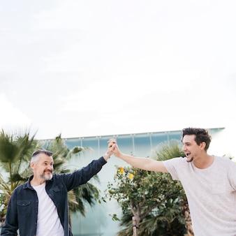 Szczęśliwy ojciec i syn