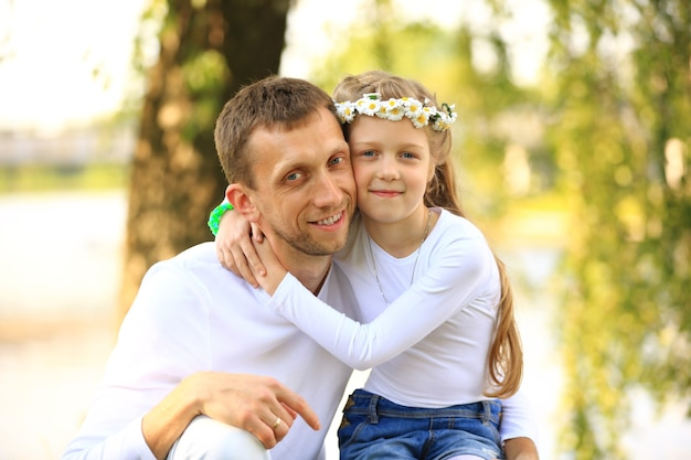 Szczęśliwy ojciec z córką