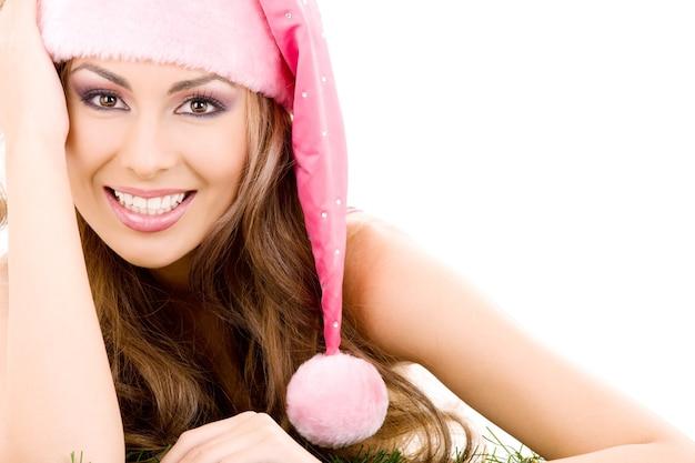 Szczęśliwy pomocnik santa w różowym kapeluszu na białym