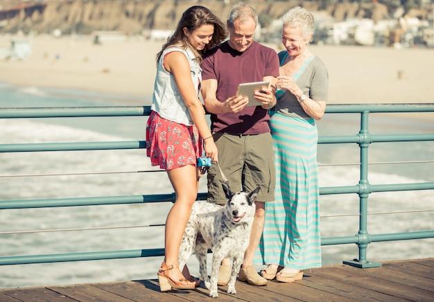 Szczęśliwy portret rodziny