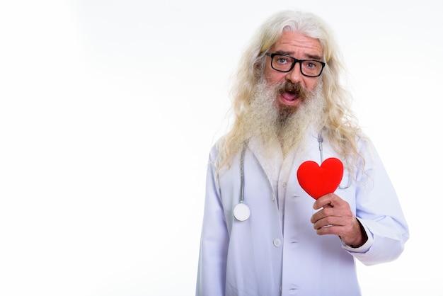 Szczęśliwy starszy brodaty lekarz uśmiechnięty