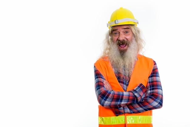 Szczęśliwy starszy brodaty mężczyzna pracownik budowlany uśmiechnięty