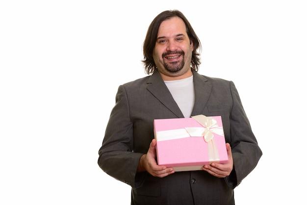 Szczęśliwy tłuszczu biznesmen kaukaski uśmiechając się i trzymając pudełko na białym tle