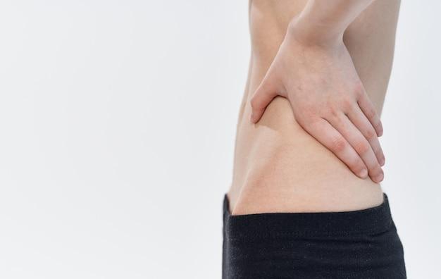 Szczupła kobieta wąska talia czarne legginsy kalorie żebra dieta anoreksja.