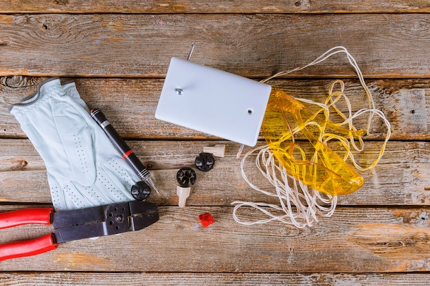 Szczypce tnące izolowane przewody faliste izolujące przewody elektryczne