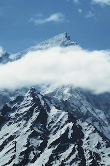 Szczyt bhagirathi parbat w himalajach