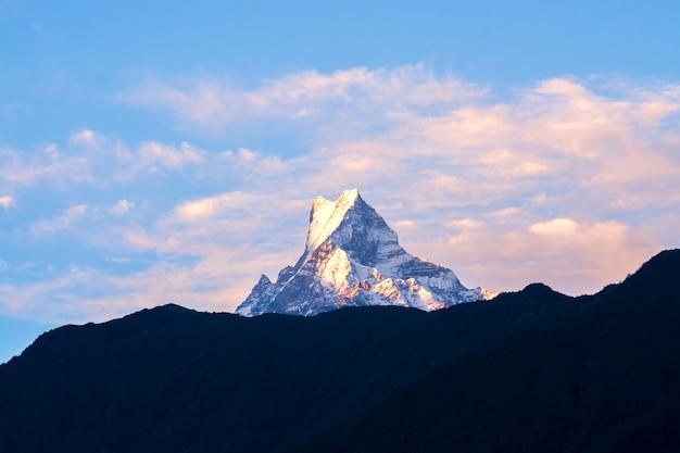 Szczyt górski w nepalu