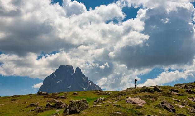 Szczyt midi d'ossau, 2884 m, dolina ossau, pireneje, francja