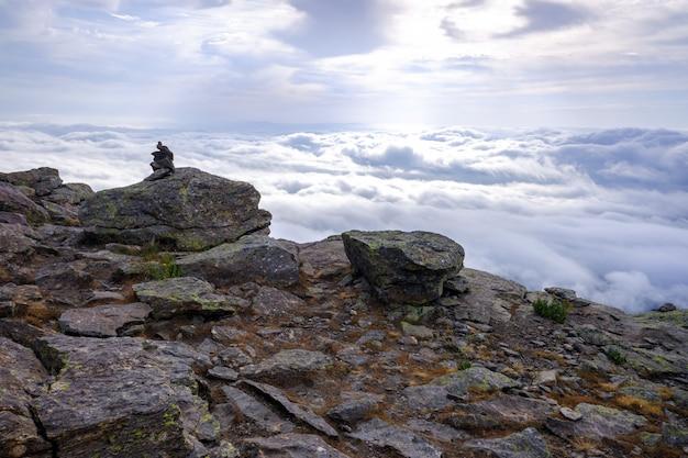 Szczyt peñaraara w madrycie, zimny dzień chmur.