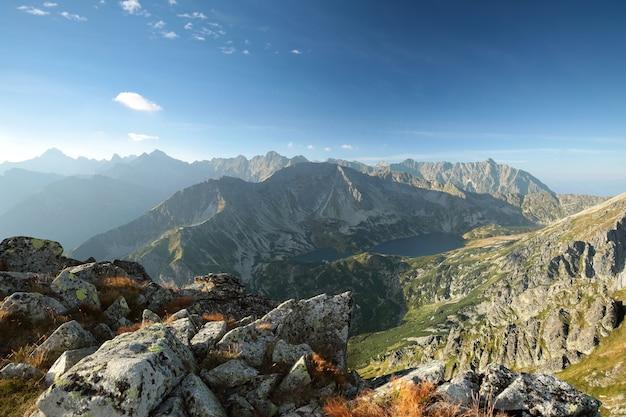 Szczyty w tatrach podczas wschodu słońca