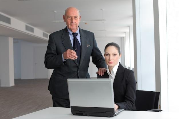Szef i jej asystent