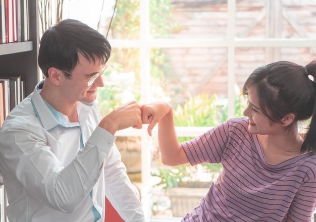Szef kciuk do komplementu dla kobiet