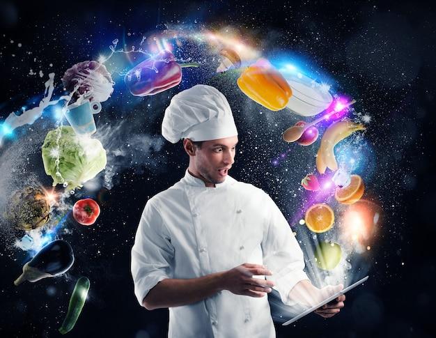 Szef kuchni czyta przepis na jedzenie z tabletu