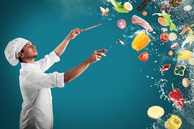 Szef kuchni tworzy muzyczną harmonię z jedzeniem