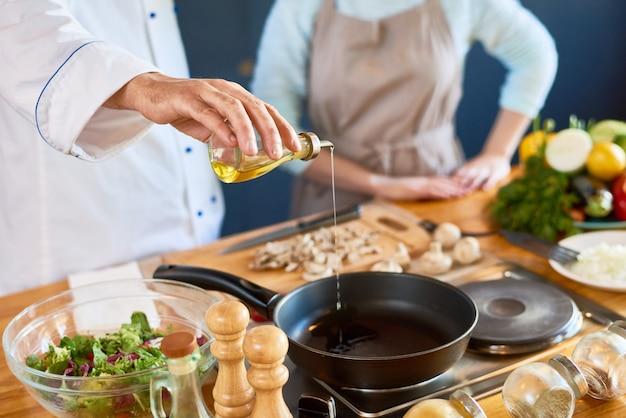 Szef kuchni w pracy
