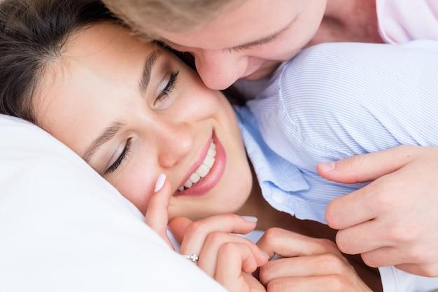 Szept miłość para komunikacja intymny wypoczynek