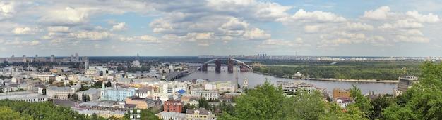 Szeroka panorama kijowa na ukrainie