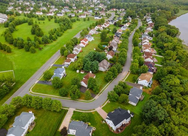 Szeroka panorama, widok z lotu ptaka z wysokimi budynkami w pięknych dzielnicach mieszkalnych nj usa