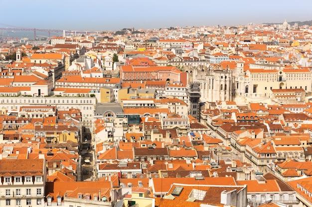 Szeroki widok na dachy europejskiego miasta, portugalia