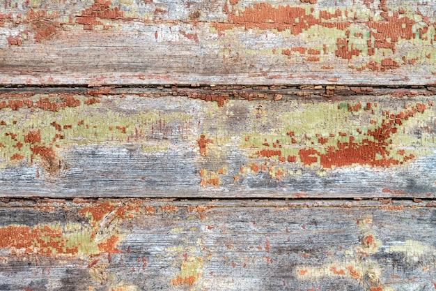 Szerokie brązowe deski w wieku zniszczonej ściany stara pęknięta i łuskana farba rustykalne tło miejsce dla