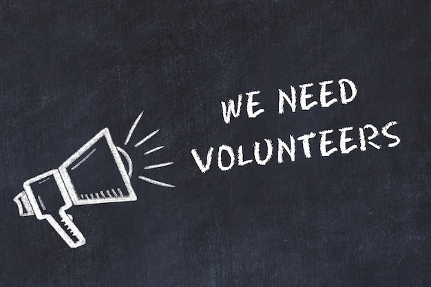 Szkic tablicy kredowej z głośnikiem i frazą potrzebujemy ochotników