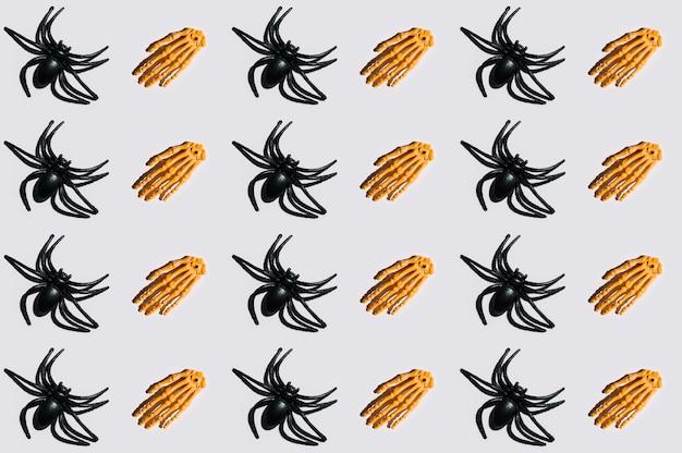 Szkieletowe ręce i pająki ułożone w linie