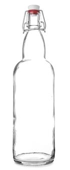 Szklana butelka na białym tle. koncepcja zero waste