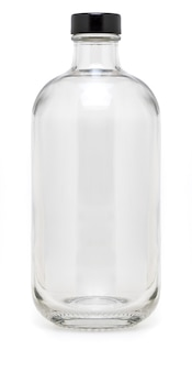 Szklana butelka z metalową nakrętką o pojemności 500 ml. bez etykiety i na białym tle.